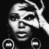 mulher negra fotografando