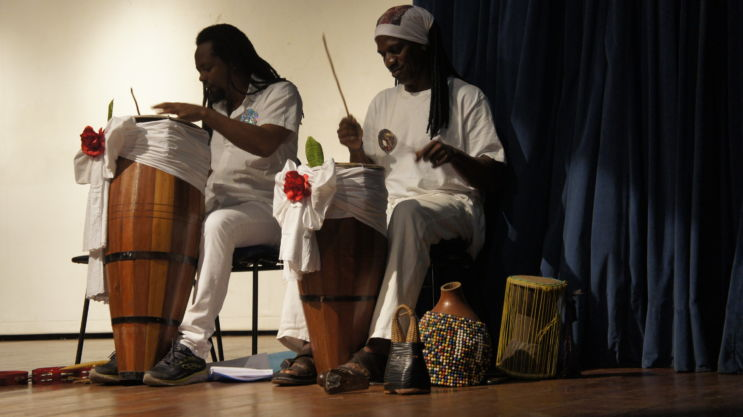 Coro Oyá Igbalé.